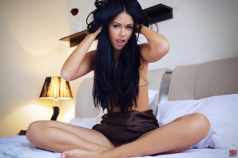 сексуальная брюнетка фото