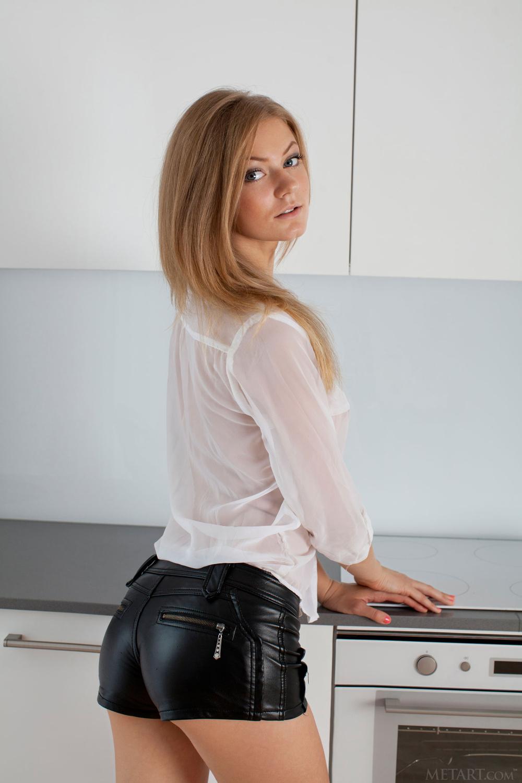 порно в коженных шортиках